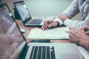 Zakonsko predpisana minimalna neto plača je določena z zakonom.