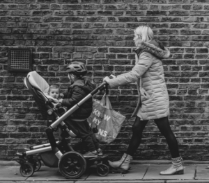 Previjalne torbe so del vsakega sprehoda z novorojenčkom