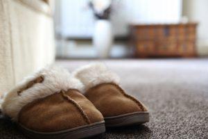 Dobri hišni copati, ki preprečujejo ozebline na nogah